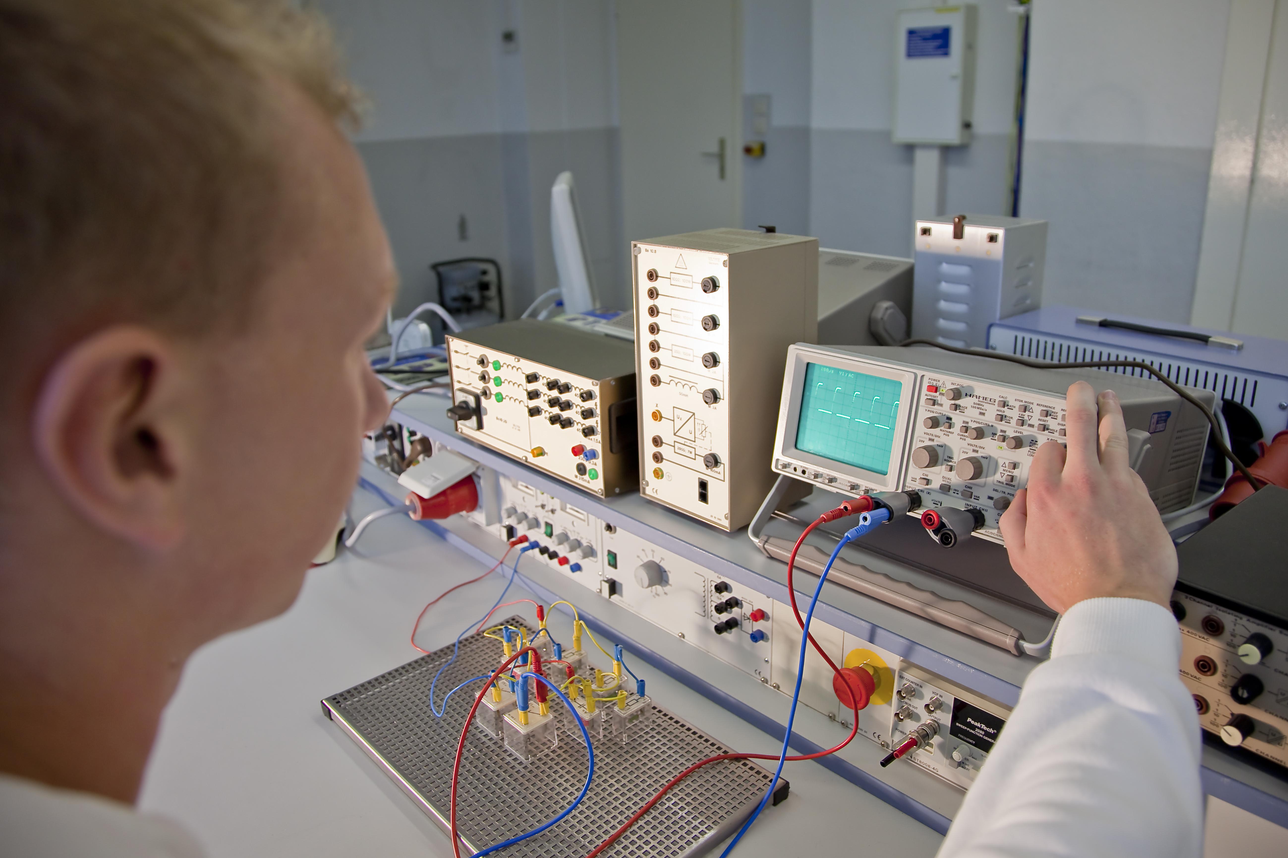 Staatlich anerkannter Techniker für Mechatronik